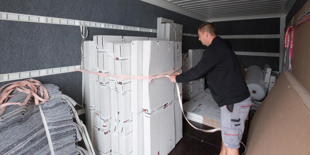Eine ordnungsgemäße Sicherung der Gemälde im LKW