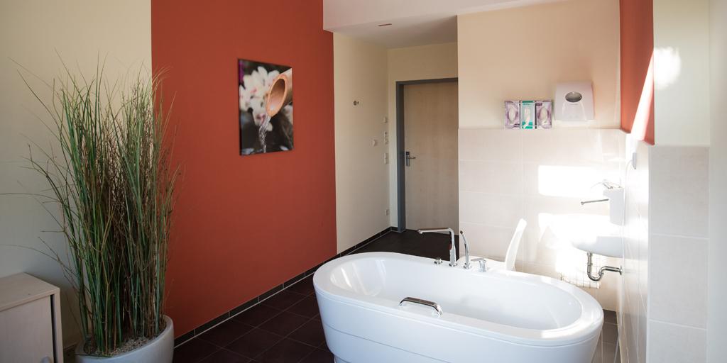 Fotodruck - Asklepios Klinik Altona - Geburtsstation - Entspannungsbad - Blumen