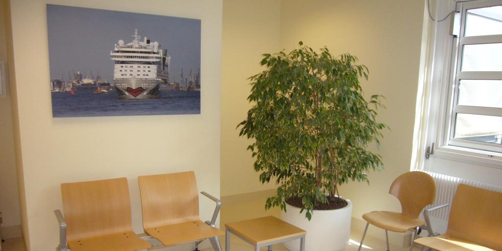 Fotodruck mit Schiff in einem Wartebereich