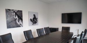 Fotodrucke schwarz - Motiv Anker - weiß in Besprechungsraum