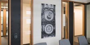 Fotodruck Motiv Sonnenuhr für einen Besprechungsraum bei tesa SE