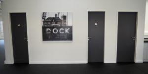 Panoramafotodruck - schwarz-weiß - Projekt GUNT Gerätebau GmbH - offene Flure