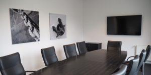 Panoramafotodruck - schwarz-weiß - Projekt G.U.N.T. Gerätebau GmbH - Besprechungszimmer