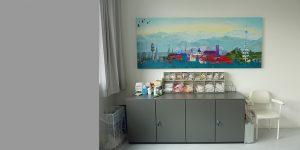 Gemälde von Meike Kohls in einem Therapieraum