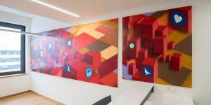 Zwei großformatige Gemälde des Künstlers Vaine Sascha Siebdrat mit roten Quadern
