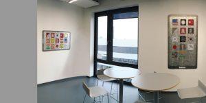 Raumansicht mit zwei Gemälden zum Thema Electronis bei tesa SE