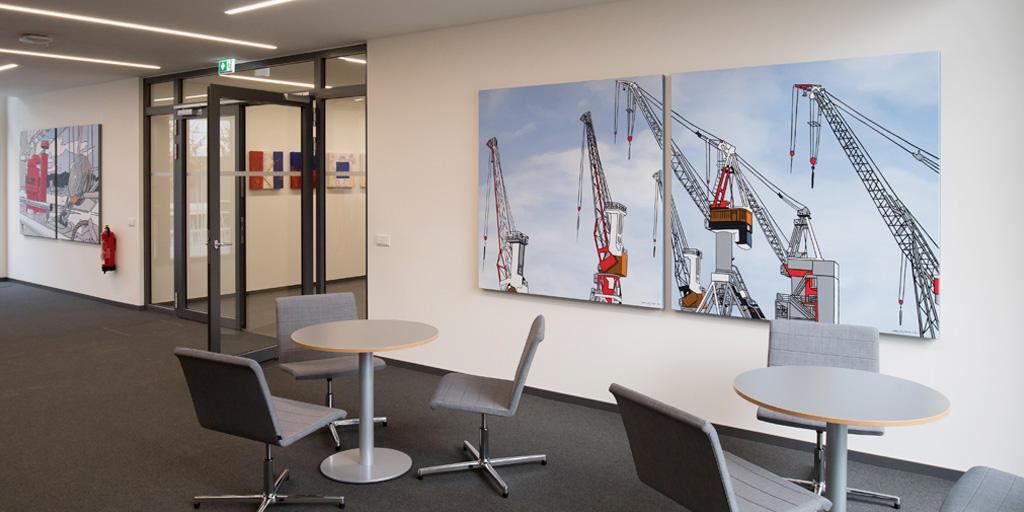 Raumansicht mit vier Gemälden von Meike Müller