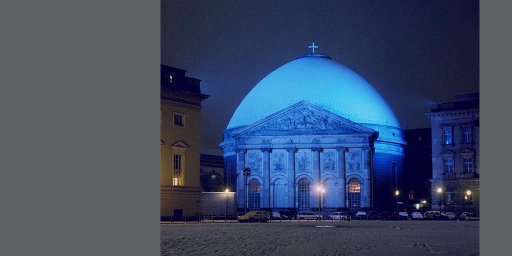 Lichtinstallation von Günter Ries an der St. Hedwig Kathedrale in Berlin
