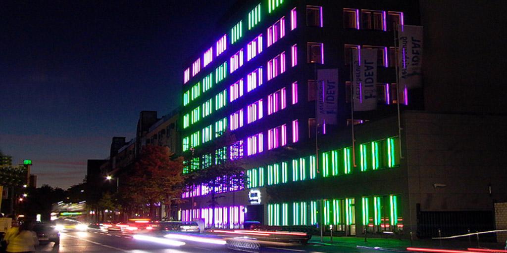 Lichtinstallation von Günter Ries für ein Gebäude