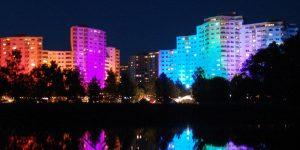 Eine Lichtinstallation von Günter Ries bei Nacht
