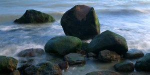 Steine am Meer