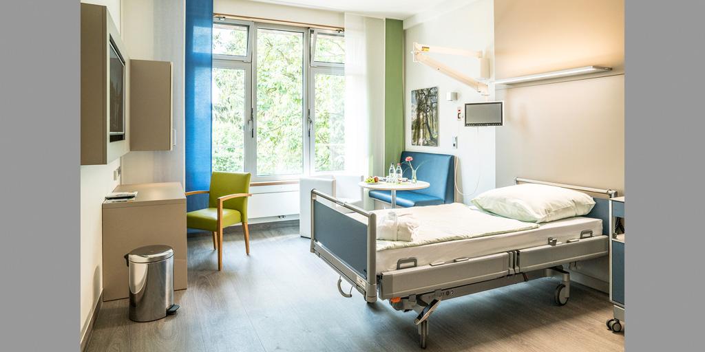 Einzelzimmer mit Fotodruck im Albertinen Krankenhaus