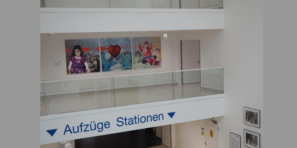 Ansicht Albertinen Krankehaus mit Triptychon von Meike Kohls
