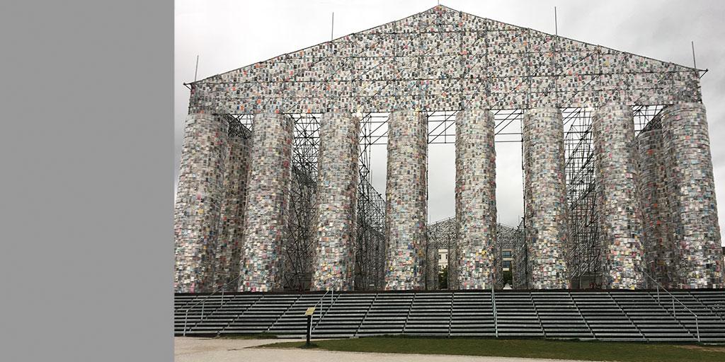 Kunstwerk Parthenon von Marta Minojin auf der Documnta 14 in Kassel