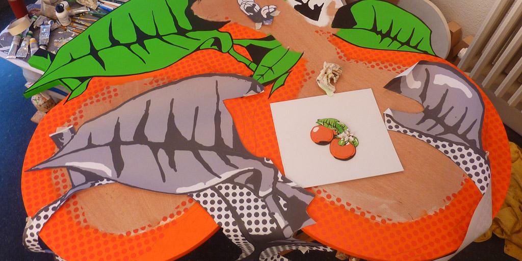 Holzrelief Orangen im Atelier von Meike Kohls
