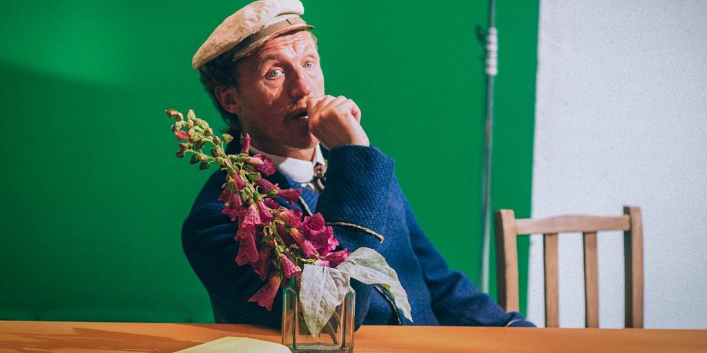 Filmszene aus Loving Vincent mit Jerome Flynn