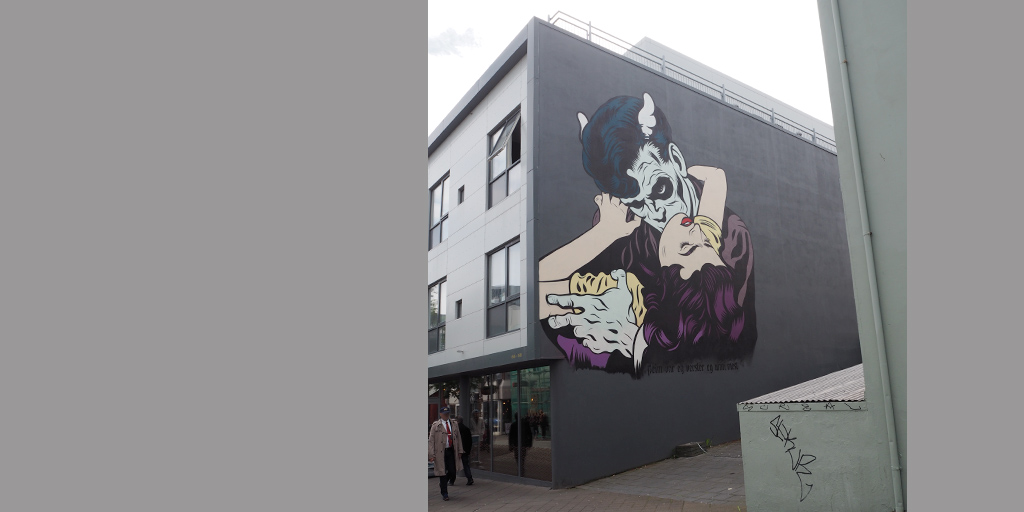 Hauswand in Reykjavík mit Vampirmotiv