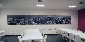 Panoramadruck von Hamburg in einer Firmenkantine