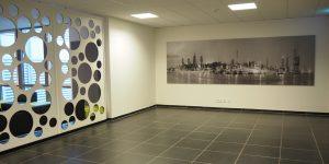 Panoramafotodruck - schwarz-weiß - Projekt GUNT Gerätebau GmbH - Wartebereich