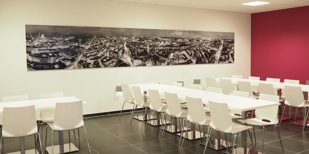 Panoramafotodruck - schwarz-weiß - Projekt GUNT Gerätebau GmbH - Kantine