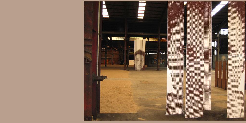 Zwei Portraits von Birgit Lindemann in einer Fabrikhalle