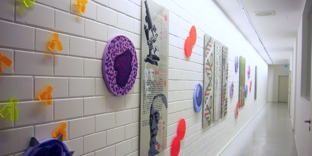 Wandgestaltung mit Siebdrucken und Reliefs von Meike Kohls