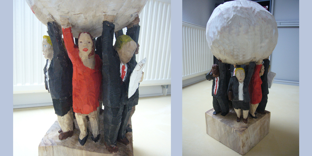 Skulptur - Holz - Menschen mit Weltkugel