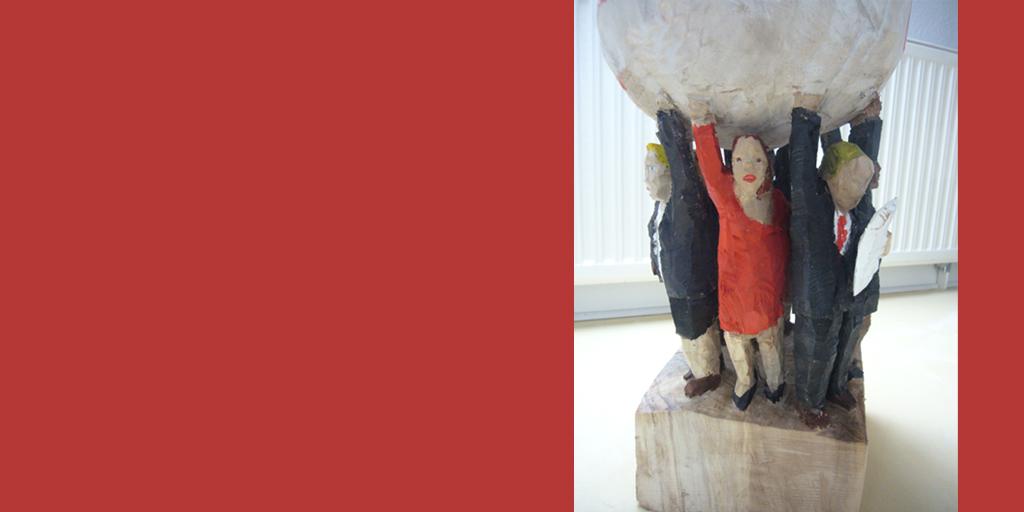 Holzskulptur des Künstler Daniel Eggli - Businessmenschen