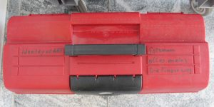 Werkzeugkasten mit lustiger Beschriftung