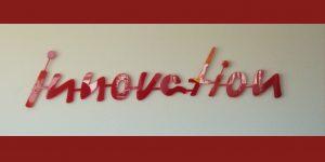 innovation, Wortkunst in dunkelrot des Künstlers Rupprecht Matthies